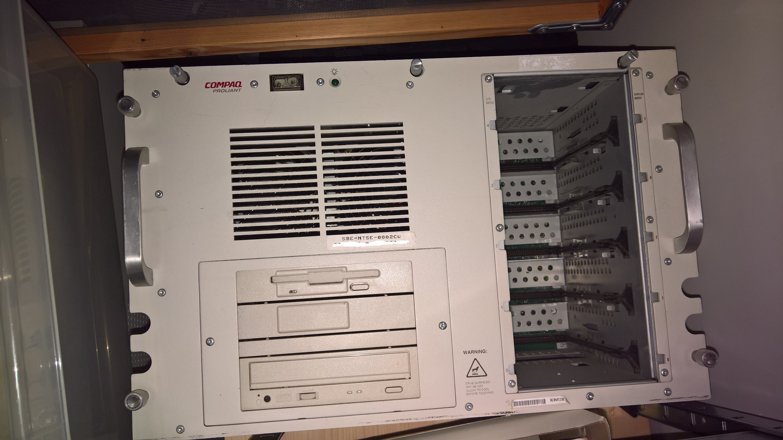 Proliant4500_rack.jpg